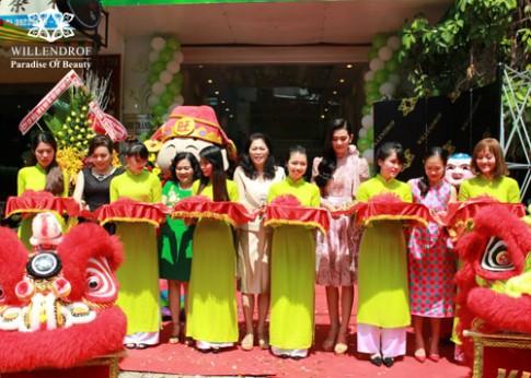 Top 10 HHHV 2015 Lê Thị Sang rạng rỡ dự khai trương Việt - Thái Spa.