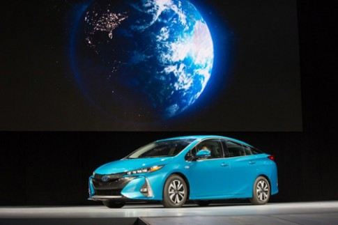 Toyota trinh lang Prius Prime the he moi