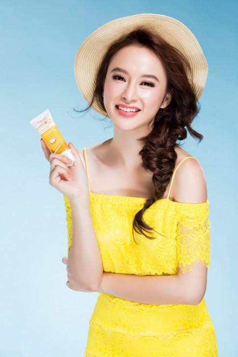 Trang điểm đẹp chuẩn hè như Angela Phương Trinh.