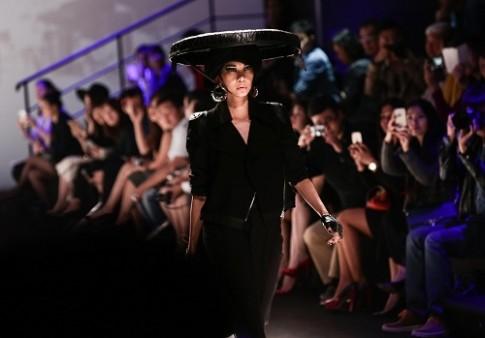 Xuân Lan làm vedette ở Tuần lễ thời trang Thượng Hải