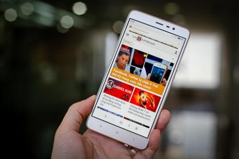 5 smartphone pin lâu tầm giá 4 triệu đồng