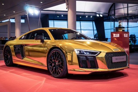 Audi R8 V10 phong cách mạ vàng