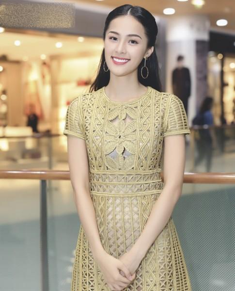 Bạn gái Cường đô la mặc váy xuyên thấu hàng hiệu giá trăm triệu