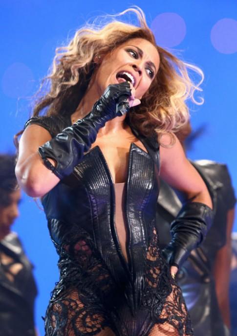 Beyonce bị chỉ trích vì chiếc váy sexy