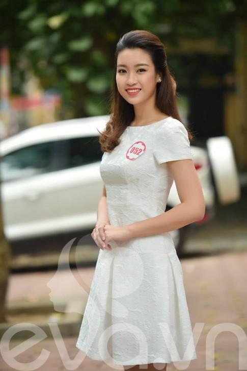 Bóc giá chiếc váy hoa hậu Đỗ Mỹ Linh mượn để đi thi HHVN 2016