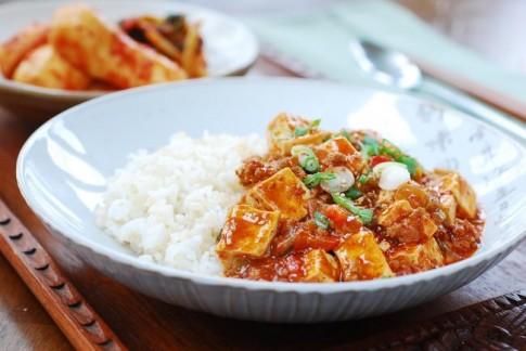 Đậu phụ sốt thịt cay kiểu Hàn trôi cơm vô cùng