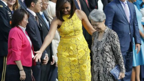 Đệ nhất phu nhân Singapore dùng túi 200 ngàn khi công du nước Mỹ