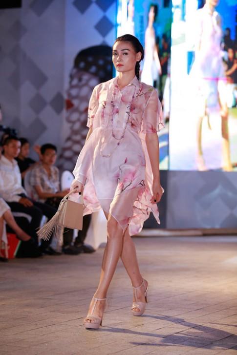 Diễm Hương, Ngô Thanh Vân tỏa sáng trên sàn diễn