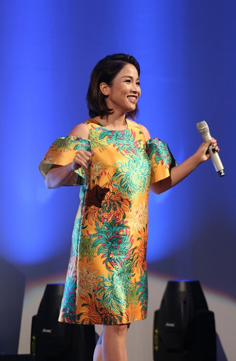 Diva Mỹ Linh thích mặc váy suông rộng để tôn dáng