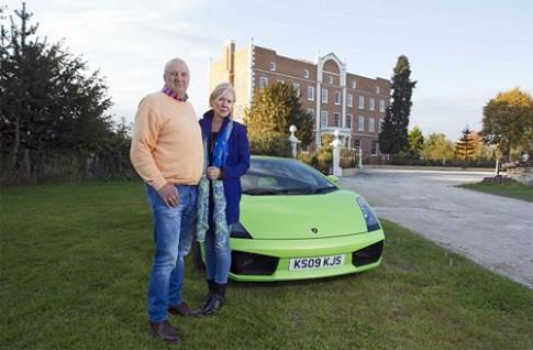 Đôi vợ chồng bao che nhau khi lái siêu xe vượt tốc độ