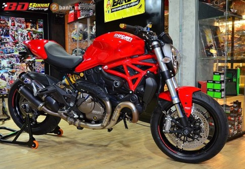 Ducati Monster 821 cực chất bên dàn đồ chơi hàng hiệu