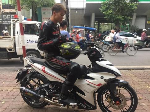 Exciter 150 độ pô Akrapovic chất lừ cùng biker full giáp