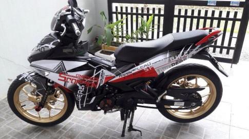 Exciter 150 đơn giản với bộ cánh trắng đỏ