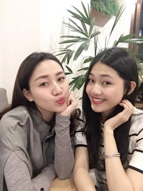 Gia đình Việt Nam hiếm hoi có 2 con gái đều là Á hậu