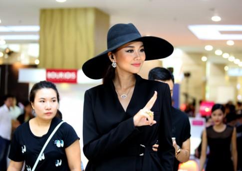 Giám khảo sành điệu mặc cực lạ đi chấm thi VNNTM 2015
