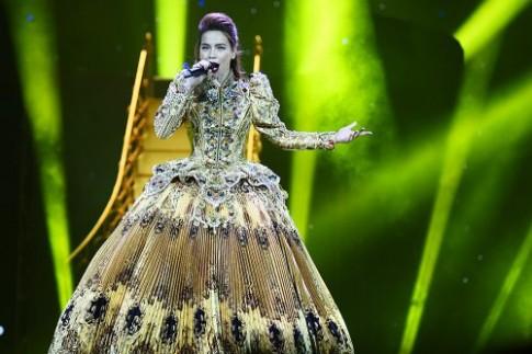 Hai chiếc váy hoàng gia đang hút mọi sự chú ý của Hồ Ngọc Hà