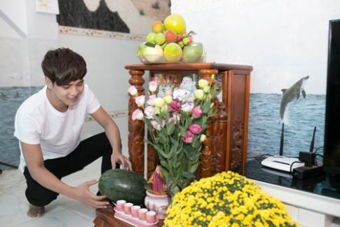 Hồ Quang Hiếu tất bật sửa soạn cho ngày Tết