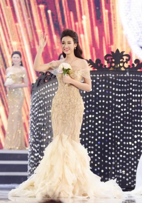 Hoa hậu Việt Nam 2016: Vừa đăng quang Tân Hoa hậu đã đụng váy của Huyền My