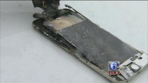 iPhone 6 Plus phát nổ trong túi quần sinh viên