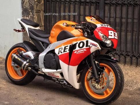 Lên đời Hornet 250 thành mẫu xe thể thao Honda CBR1000RR Repsol 2010