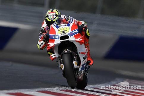 Lựa chọn lốp trước mềm cũng tạo ra một lợi thế không nhỏ về tốc độ cho Andrea Iannone