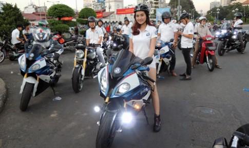 Môtô BMW tụ hội ở trung tâm Sài Gòn