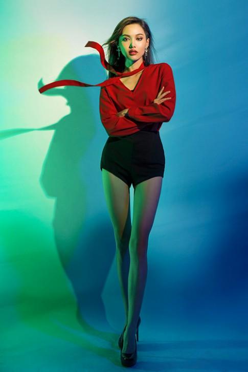 Next Top Model: Chỉnh ảnh quá đà, hot girl 1m55 chân bỗng dài như 1m7