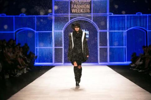 Ngỡ ngàng sàn diễn tràn ngập tuyết trắng của Tuần lễ Thời trang