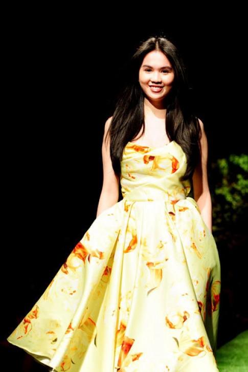 Ngọc Trinh diễn catwalk mở màn đêm 'Le Jardin'