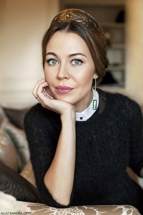Phát ghen với thời trang cổ tích của vợ tỷ phú Nga