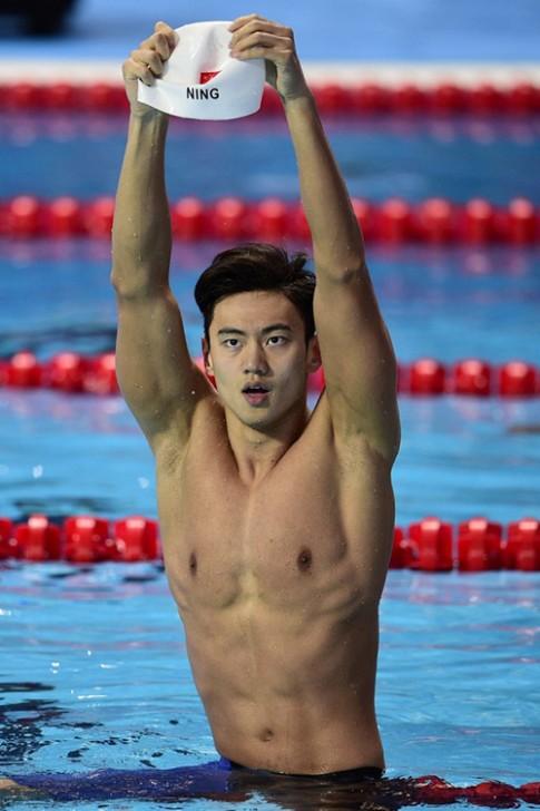 Phát sốt với body đẹp miễn chê của kình ngư sáng giá nhất Olympic Rio