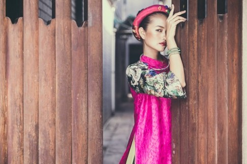 Quán quân Next Top Ngọc Châu hút hồn với áo dài gấm lụa