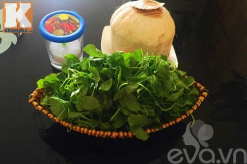 Sinh tố rau má trái dừa thanh mát