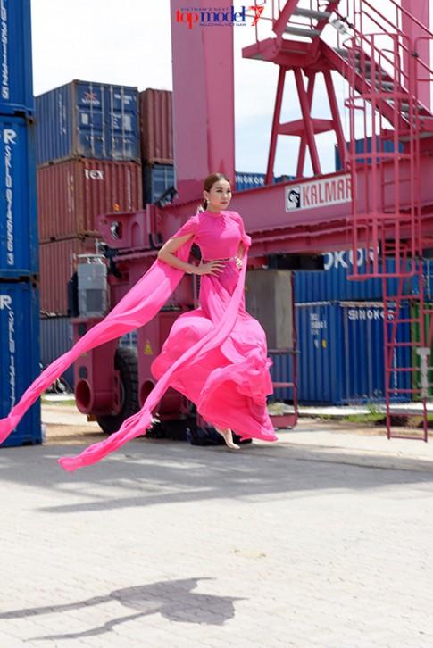Thanh Hằng bầm dập khi ghi hình Vietnam's Next Top Model