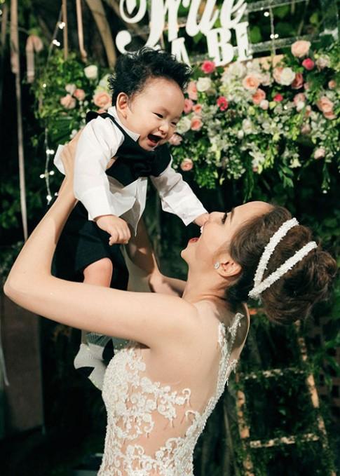 Thời trang đã ngắm là phải yêu của con trai hoa hậu Diễm Hương