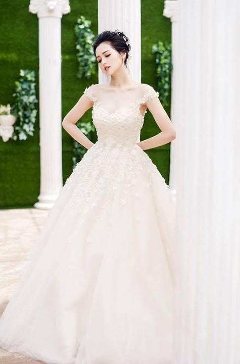 Thời trang sao Việt đẹp tuần qua: Tâm Tít bất ngờ diện váy cưới khiến fan tò mò