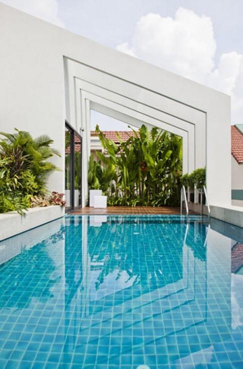 TP.HCM: Choáng với nhà ba tầng xây bể bơi trên nóc