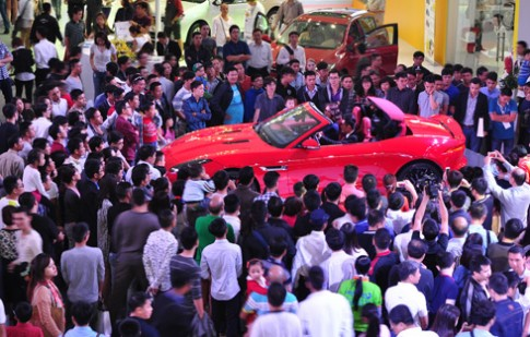 Triển lãm xe nhập khẩu thu hút người Hà Nội
