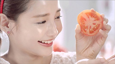 Tự chế mặt nạ cà chua làm da sáng và mịn không tì vết