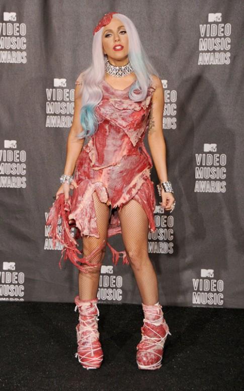 Váy thịt của Lady Gaga trở thành gợi ý món lẩu bò