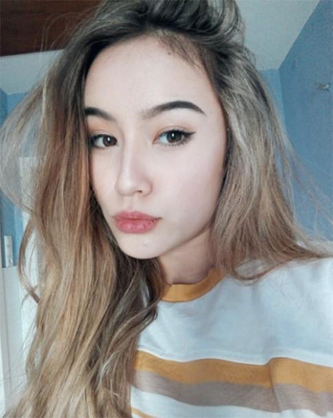 Vẻ đẹp lạ khó rời mắt của cô gái Việt lai Đức 16 tuổi