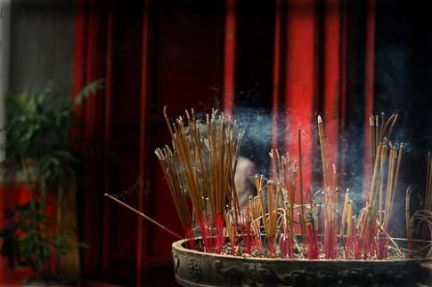 Vì sao hương nhang càng thơm càng độc?
