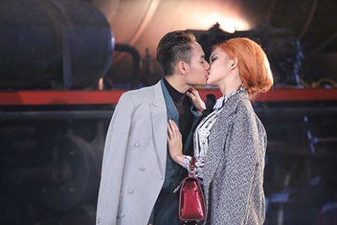"""Viet Nam Next Top Model: Loạt """"ảnh nóng"""" làm rộ lên tin đồn các thí sinh yêu nhau"""