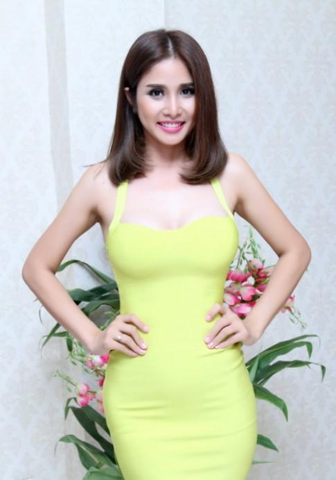 """Vợ Phan Thanh Bình: """"Nâng ngực không đau như sinh con"""""""