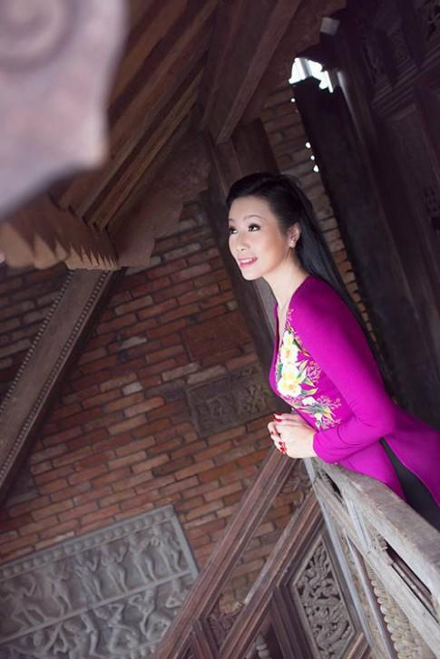 44 tuổi, có 2 con nhỏ, Trịnh Kim Chi vẫn gây thương nhớ bởi sự mặn mà, thon thả