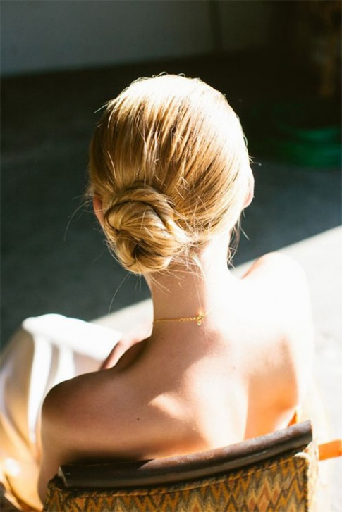 8 kiểu tóc búi thấp sang chảnh không hề già, sến dành riêng cho mùa đông
