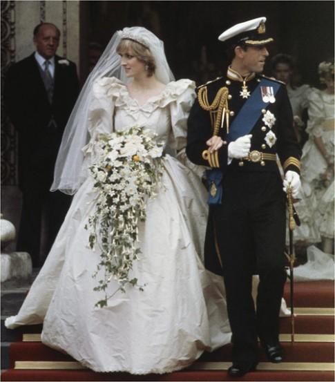"""9 chiếc váy cưới giá """"trên trời"""", các cô dâu chỉ biết vừa ngắm vừa nuốt nước bọt"""