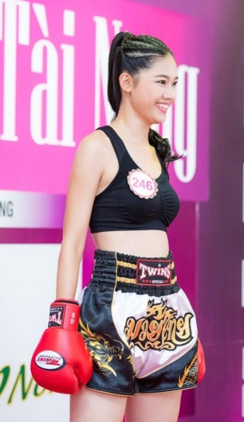 Á hậu Thanh Tú tập boxing như con trai để giảm cân