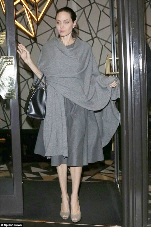 Angelina Jolie gầy rộc còn 34kg sau khi đệ đơn ly hôn