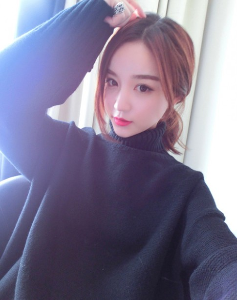 Bạn gái thiếu gia giàu nhất Trung Quốc gây sốt khi lộ ảnh quá khứ kém xinh
